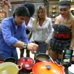 Edu Guedes cozinha para peões da sede em