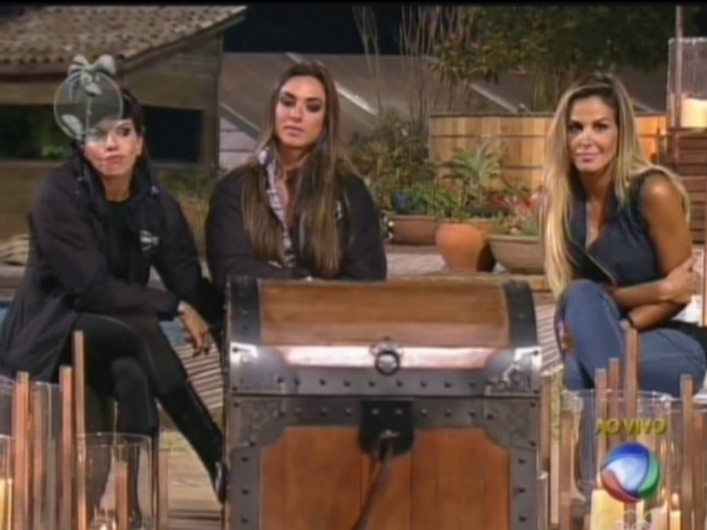 Penlope Nova, Nicole Bahls e Robertha Portella forma a oitava roa de 