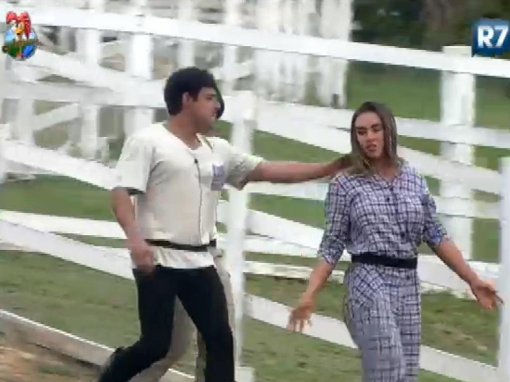 Vavá brinca com Nicole Bahls e ex-panicat se irrita (31/7/12)