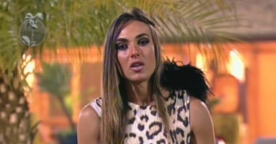 Nicole Bahls defende sua permanncia no reality durante roa disputada com Penlope Nova (2/8/12)