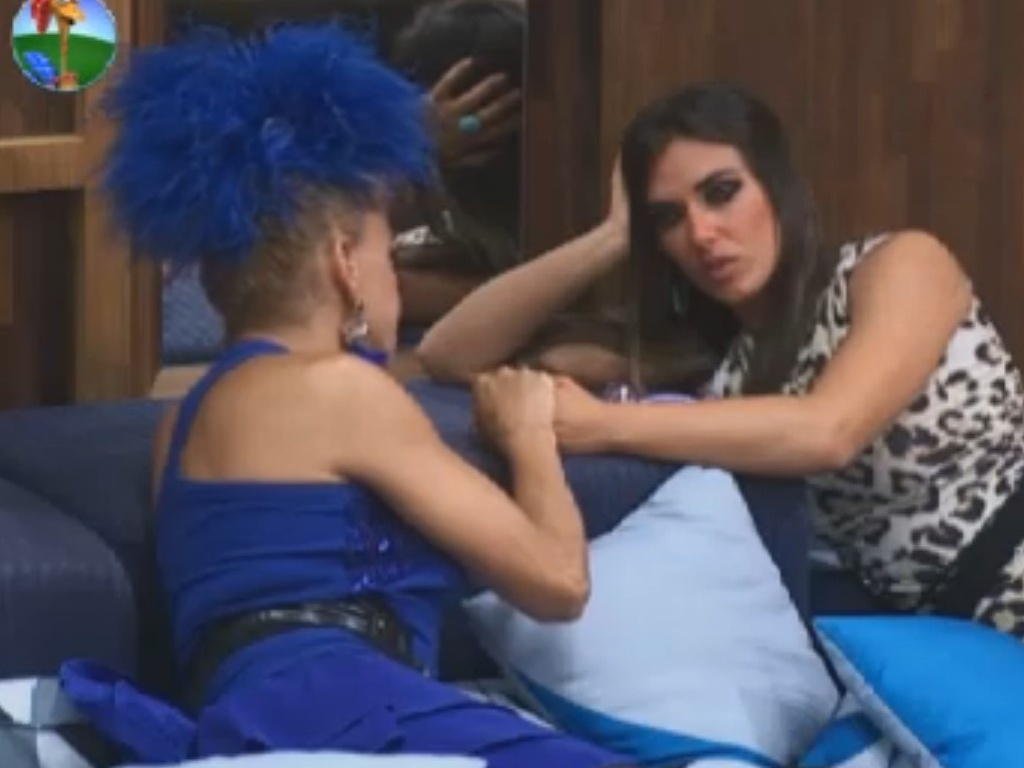 Léo Áquilla conversa com Nicole Bahls após eliminação de Penélope Nova (2/8/12)