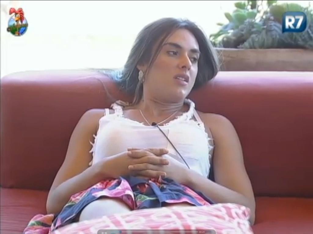 Nicole Bahls conta a Vavá sobre traição do namorado Victor Ramos