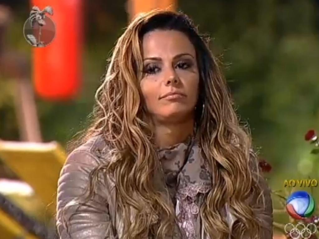 Viviane Araújo vota em Vavá para a roça (7/8/12)