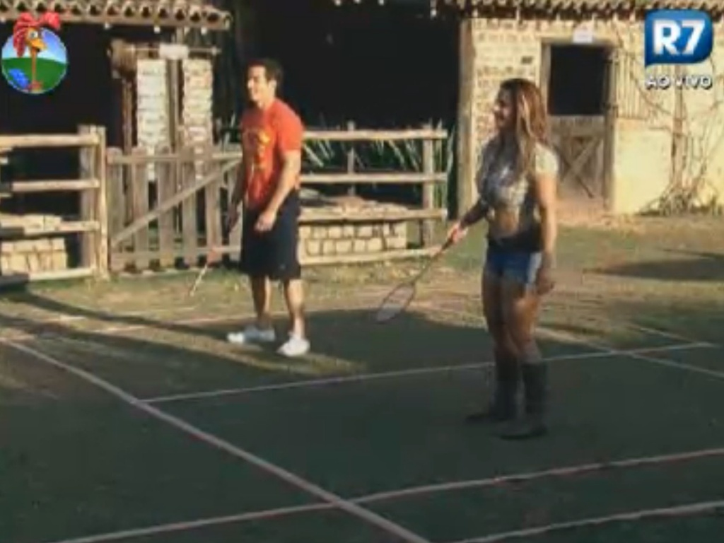 Felipe Folgosi e Viviane Arajo jogam badminton durante tarde descontrada (10/8/12)