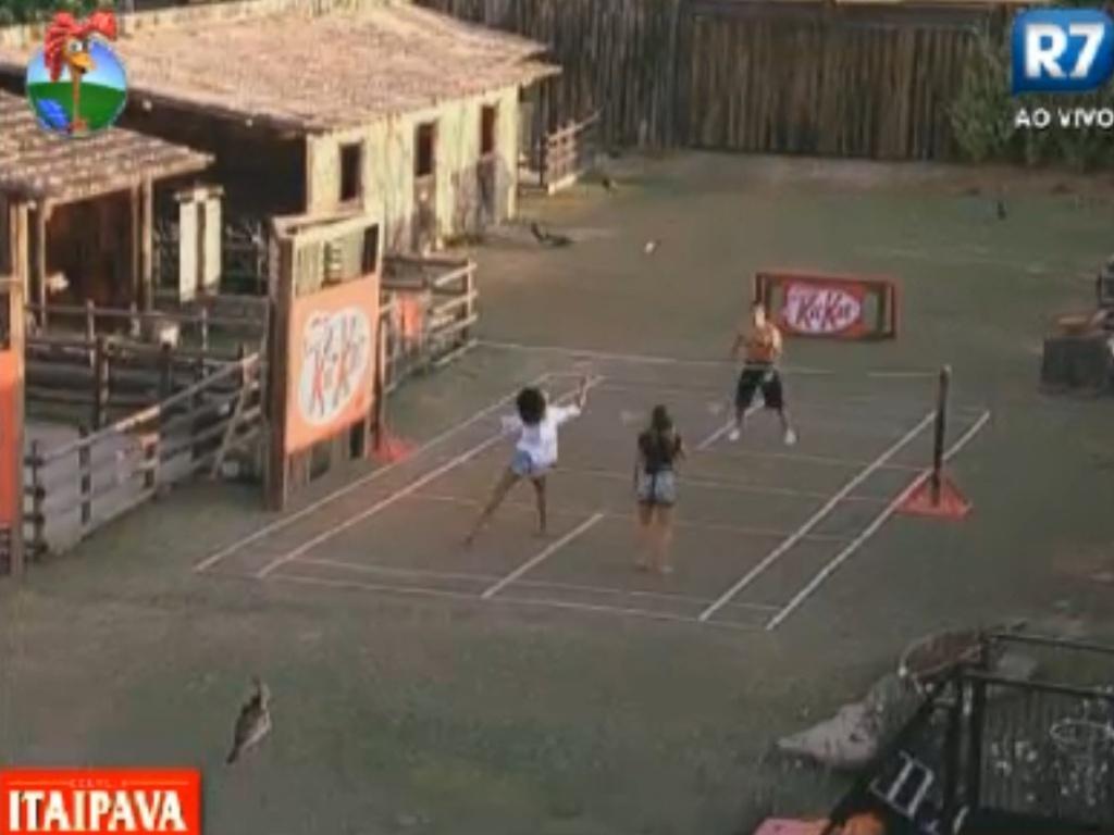 Peões se divertem jogando badminton (10/8/12)