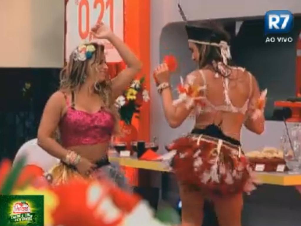 Ao som de pagode, Viviane Araújo e Nicole Bahls dançam até o chão (11/8/12)