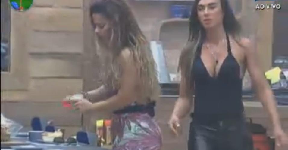 De ressaca, Viviane Araújo agradece Nicole Bahls por ajuda na tarefa com a lhama (18/8/12)