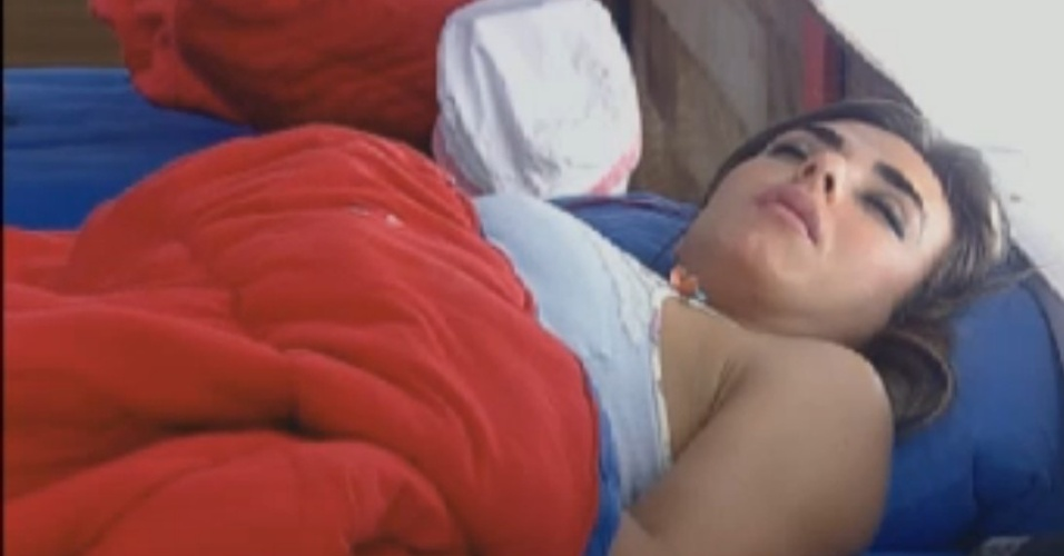 Nicole Bahls dorme na sede na tarde deste sbado (18/8/12)