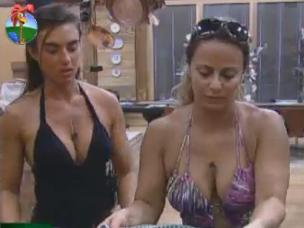 Nicole Bahls e Viviane Araújo cozinham juntas na sede (18/8/12)