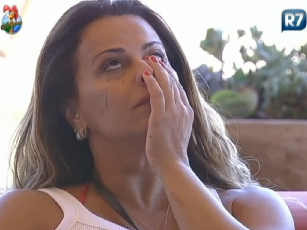 Viviane Araújo chora depois de ler trechos da bíblia (20/8/12)