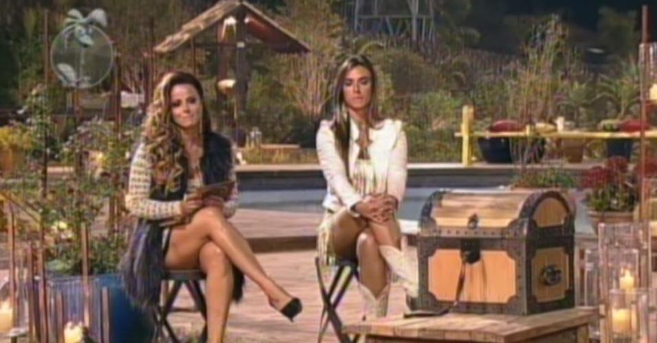 Ao lado de Nicole Bahls, Viviane Araújo (esq.) decide se indicar para a penúltima roça de