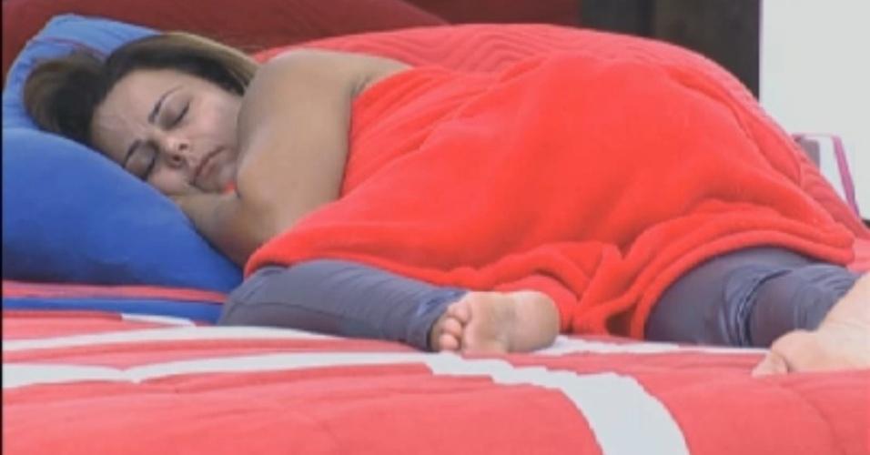 Viviane Araújo dorme na tarde desta quarta-feira (22/8/12)