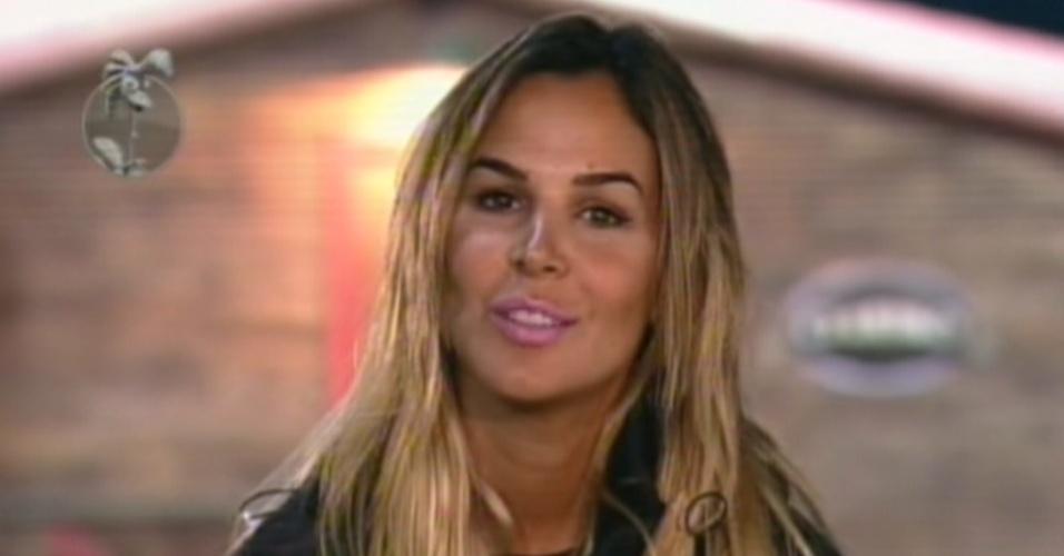 Robertha Portella argumenta porque deve ganhar a roça contra Viviane Araújo (23/8/12)