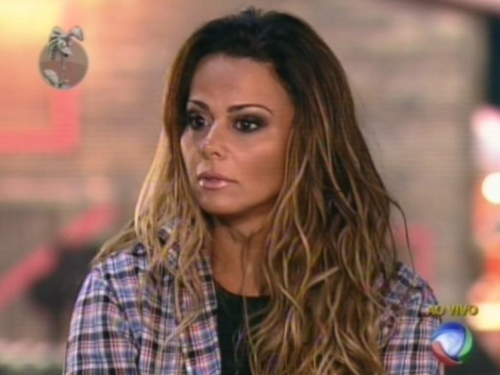 Viviane Araújo defende sua permanência no reality show antes do resultado da votação (23/6/12)