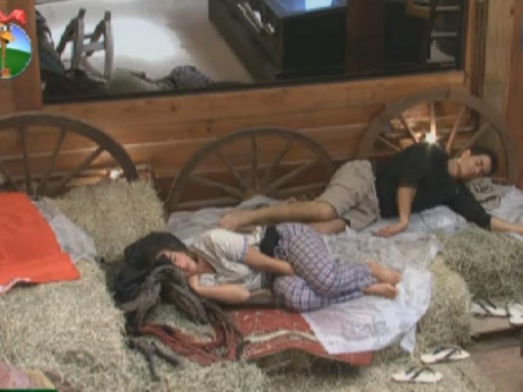 Nicole Bahls e Felipe Folgosi dormem no celeiro (24/8/12)