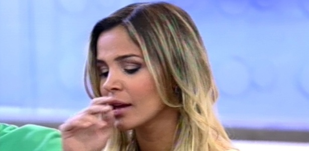 Robertha Portella se emociona ao falar sobre a me em programa de TV (24/8/12)
