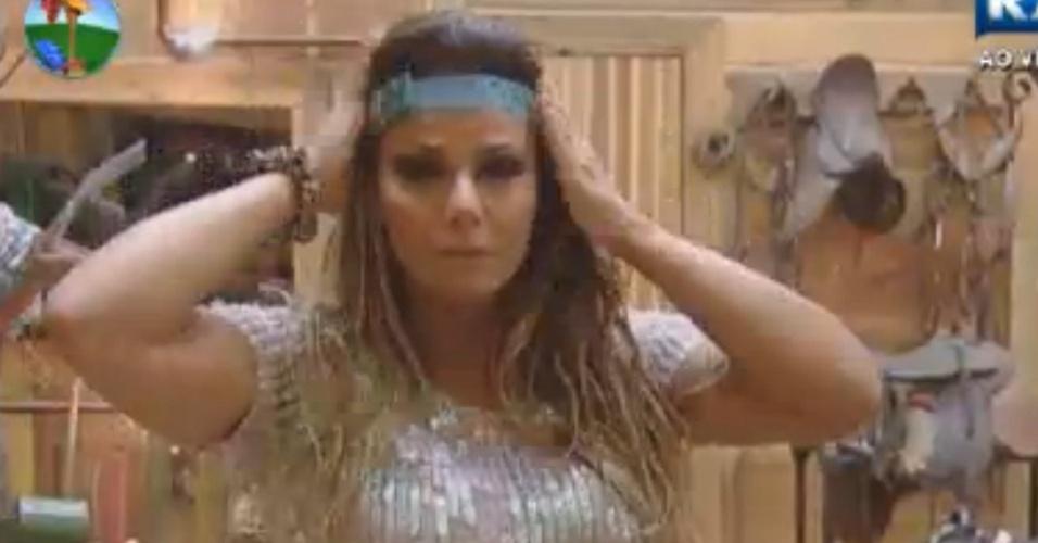 Viviane Araújo arruma os cabelos para festa (24/8/12)