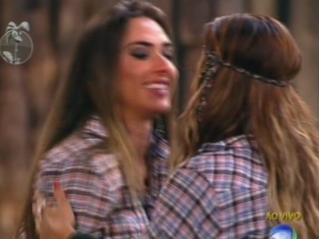 Nicole Bahls se despede de Viviane Araújo ao ser eliminada de