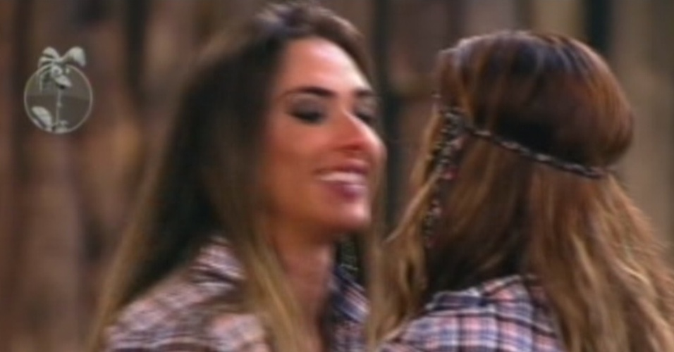 Nicole Bahls se despede de Viviane Arajo ao ser eliminada de 