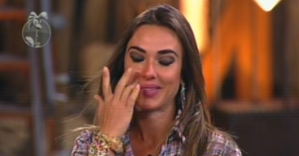 Nicole se emociona ao ouvir as palavras de Britto Jr. antes do resultado da votao (26/8/12)