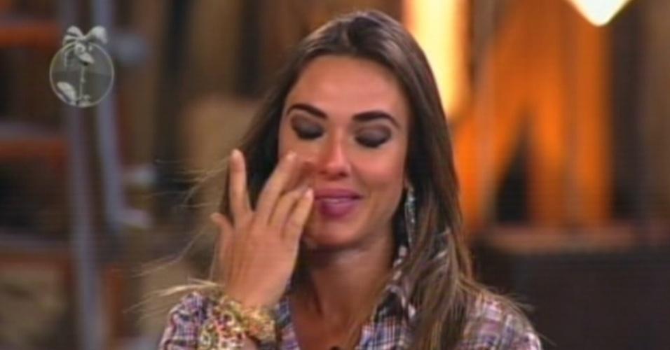 Nicole se emociona ao ouvir as palavras de Britto Jr. antes do resultado da votação (26/8/12)