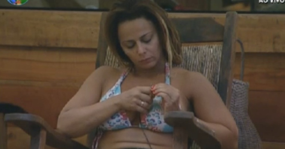 Viviane Araújo fala sozinha e mostra ansiedade pelo resultado da roça deste domingo (26/8/12)