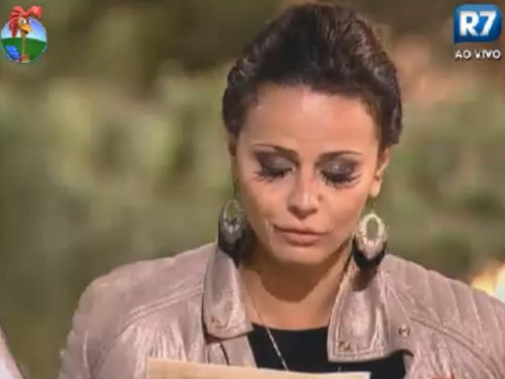 Viviane Araújo lê carta escrita por ela antes de entrar em