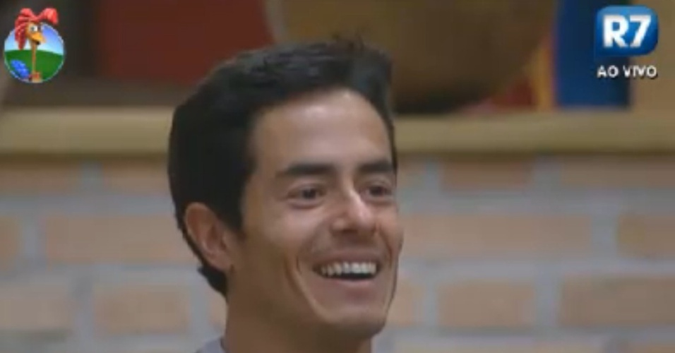 Felipe Folgosi fica feliz ao ver depoimento de uma amiga (27/8/12)