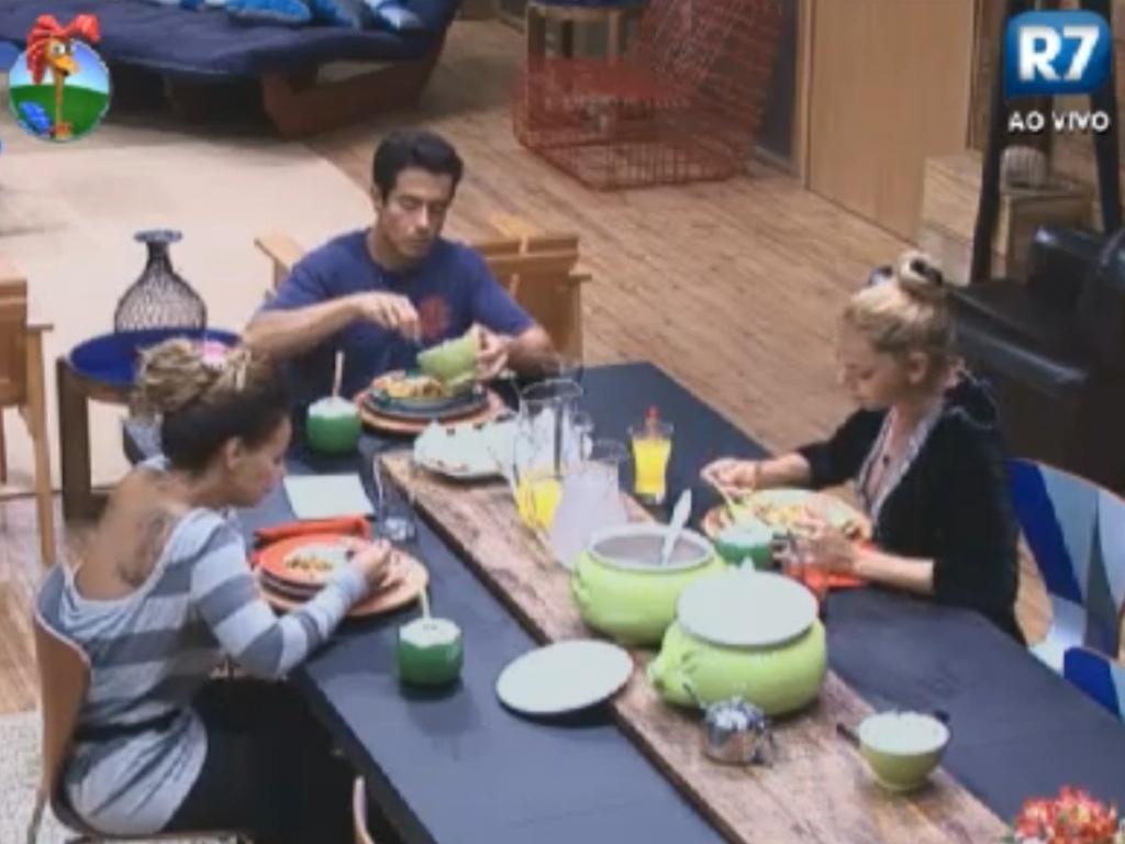 Finalistas ganham jantar de sopas para recuperar energias antes da final (28/8/12)
