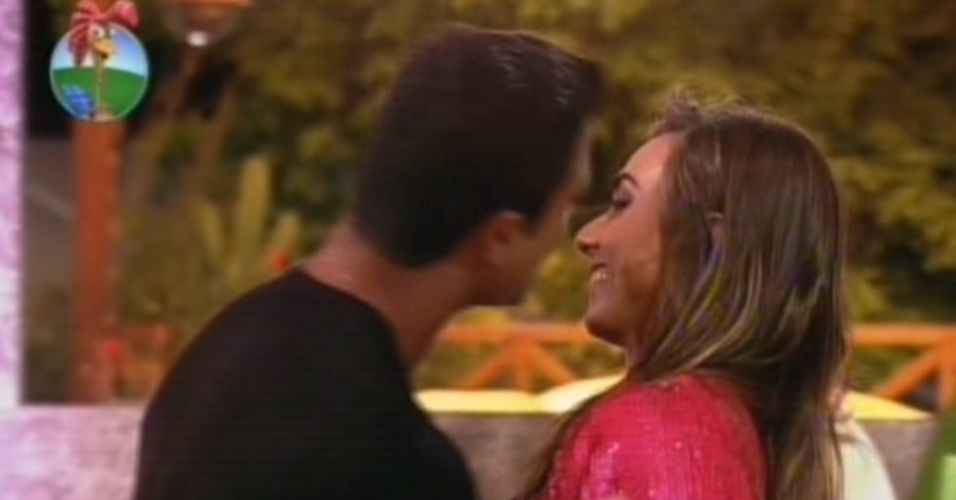 "Gustavo Salyer tenta beijar Nicole Bahls na última festa de ""A Fazenda 5"" (27/8/12)"