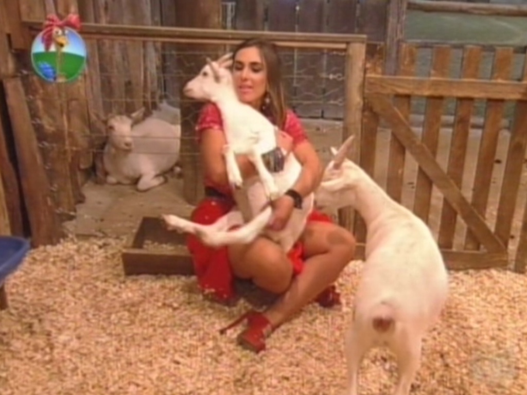 Nicole Bahls se despede das cabras Maria Elisa e Pietra na ltima festa de 