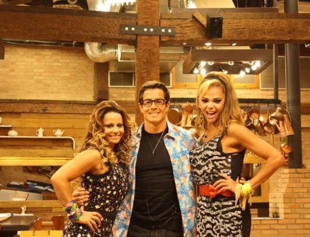 "Os finalistas de ""A Fazenda 5"", Viviane Aráujo, Felipe Folgosi e Léo Áquilla, posam para foto antes da última festa do reality (27/8/12)"