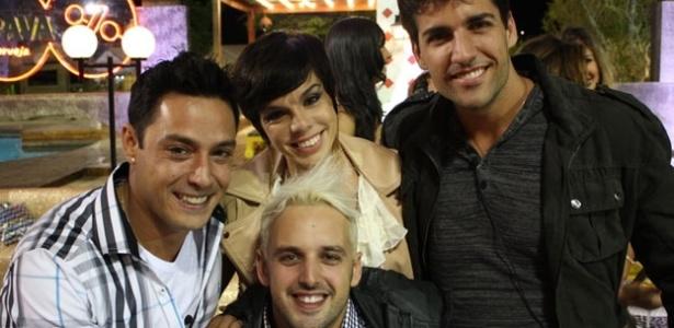 Penélope Nova é cercada por Vavá, Diego Pombo e Rodrigo Capella na última festa de