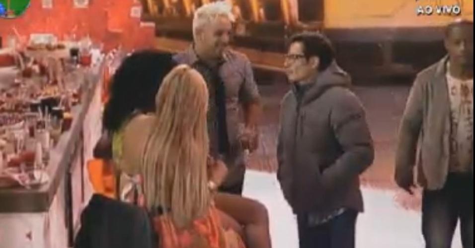 """Peões de """"A Fazenda 5"""" se reencontram em festa antes da final do reality (28/8/12)"""