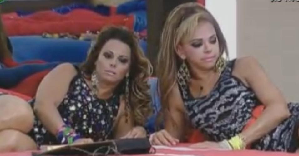 Prontas para festa, Viviane Araújo e Léo Áquilla aguardam reecontro com eliminados do reality show (28/8/12)