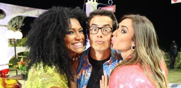 Simone Sampaio, Felipe Folgosi e Nicole Bahls tiram foto juntos na ltima festa de 