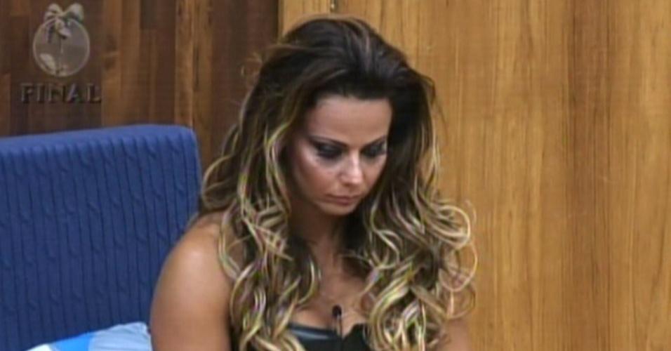 Favorita para vencer o reality. Viviane Araújo aguarda o começo das atividades da final (29/8/12)