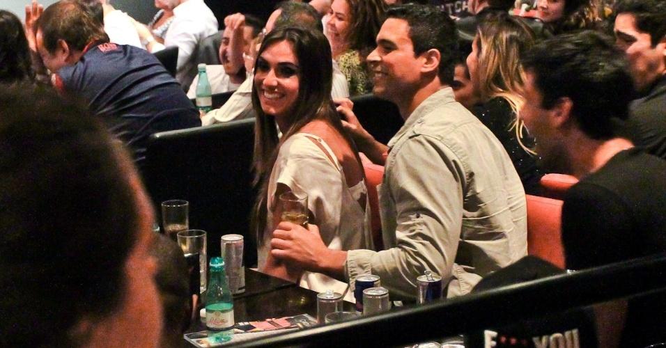 Nicole Bahls e Gustavo Salyer são flagrados juntos em espetáculo de Rodrigo Capella (29/8/12)