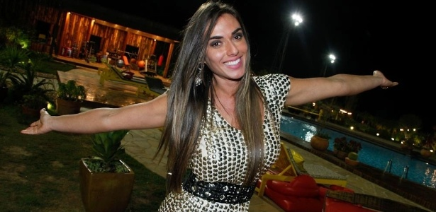 A ex-peoa Nicole Bahls volta &#224; fazenda para a final do programa (29/8/12)