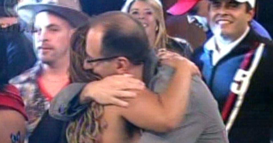 """Britto Jr. parabeniza Viviane Araújo, vencedora da quinta edição do reality show """"A Fazenda"""" (29/8/12)"""