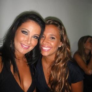 A apresentadora Helen Ganzarolli e Angelis Borges se divertem juntas em viagem (1/11/12)