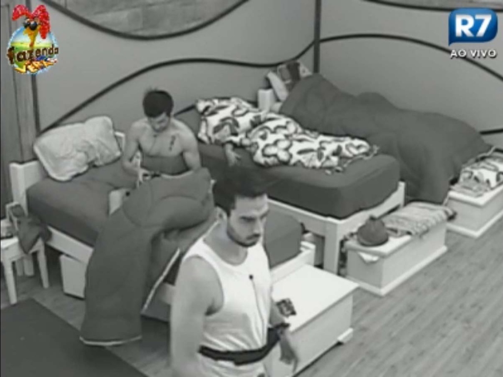 Halan e Rodrigo Carril são os primeiros a acordar