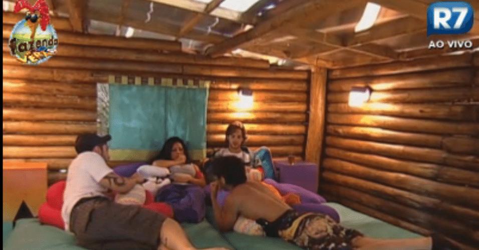 Haysam, Halan, Thyago e Natalia conversam sobre votação para roça