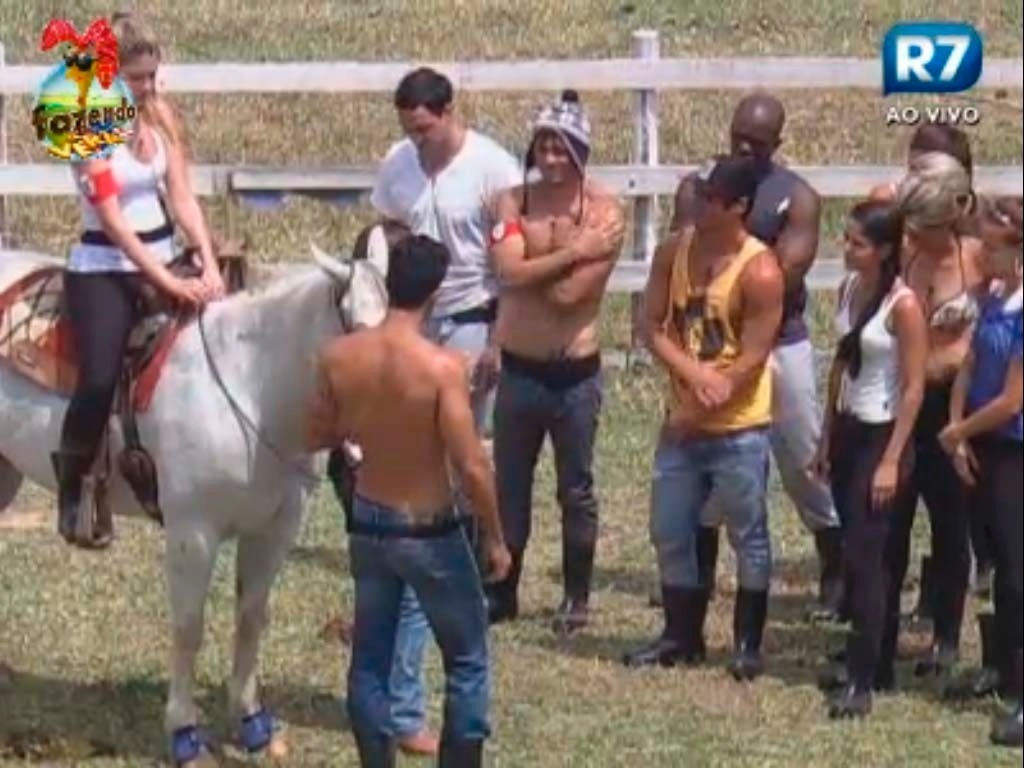 Bianca monta no cavalo