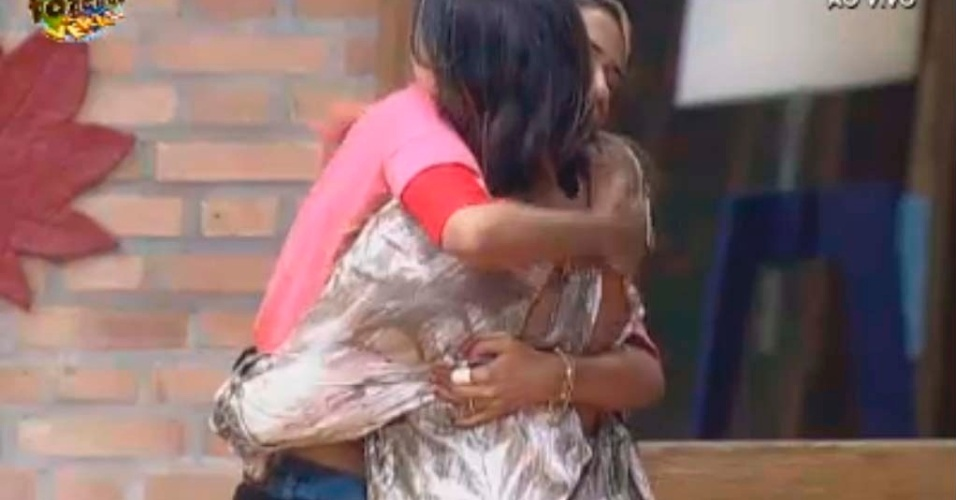 Gabriela abraça Angelis