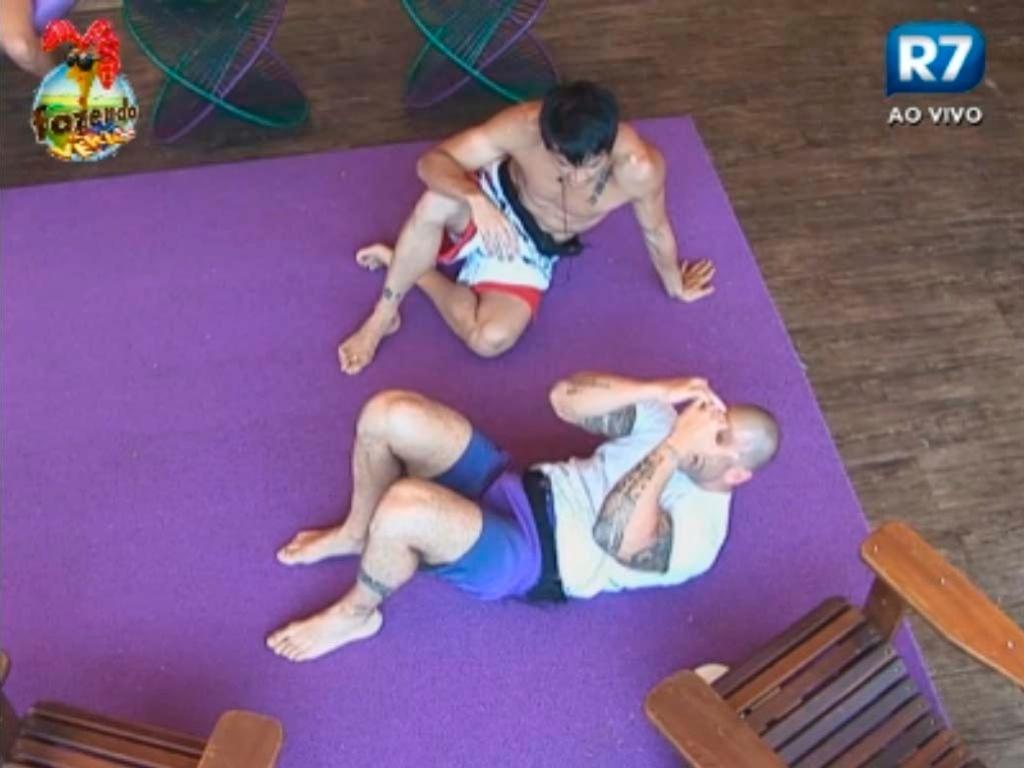 Halan e Rodrigo improvisam exercícios