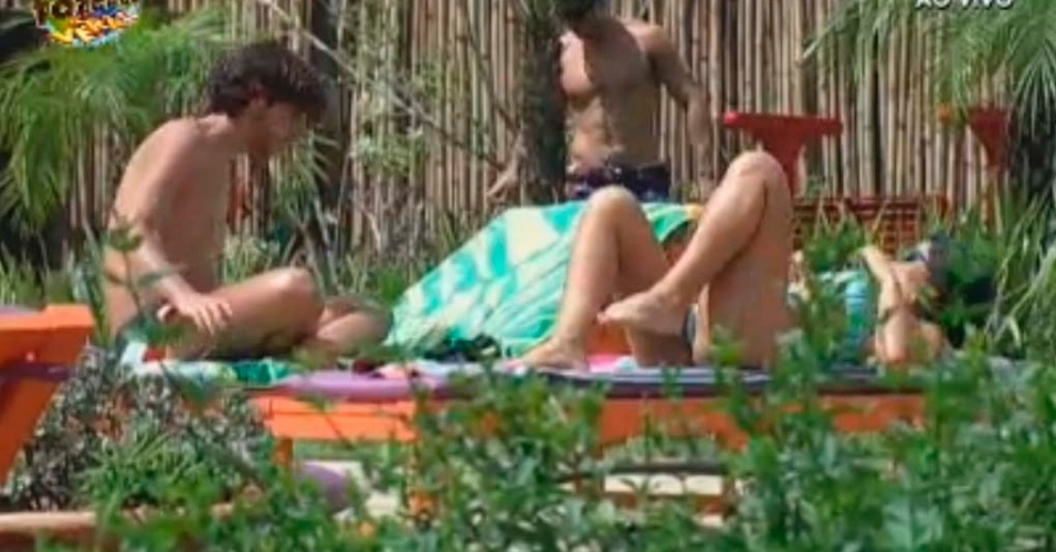 Haysam e Natalia tomam sol