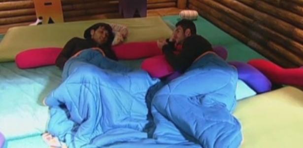 Halan e Thyago conversam na casa da árvore na noite desta quarta-feira (14)