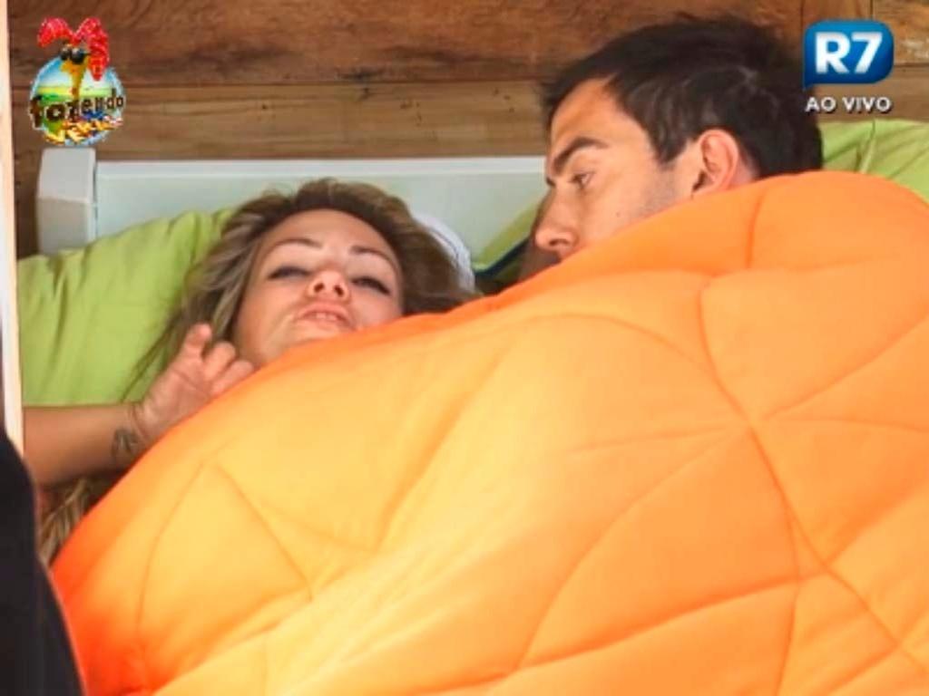 Carril dorme junto de Ísis