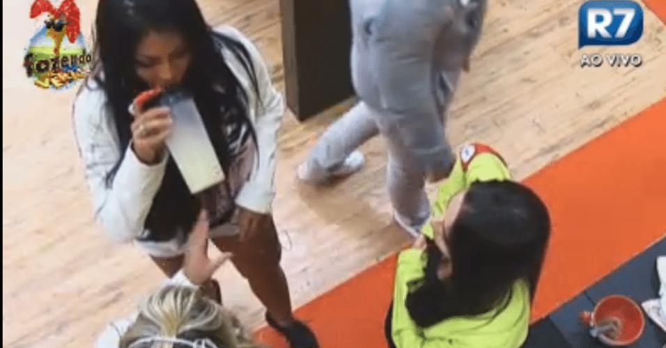 Natalia, Flavia e Ísis conversam sobre comportamento de Nuelle